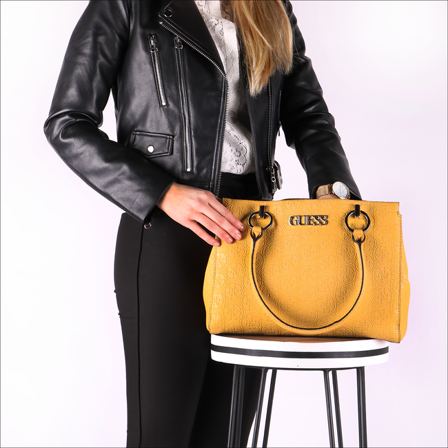Goldfarbene GUESS Handtasche HERITAGE POP LRG GIRLFRIEND SA  - large