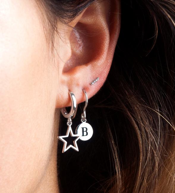 Silberne ALLTHELUCKINTHEWORLD Ohrringe CHARACTER EARRINGS LETTER - large
