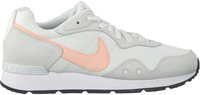 Weiße NIKE Sneaker low VENTURE RUNNER WMNS  - medium