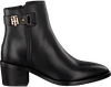 Schwarze TOMMY HILFIGER Stiefeletten BUCKLE MID HEEL BOOT LEATHER - small