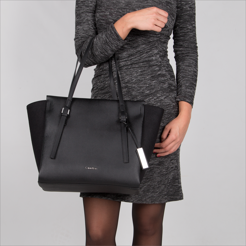 wholesale dealer 5d8e0 df6f7 Calvin Klein Tasche. Calvin Klein Schwarze Calvin Klein ...